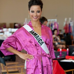 Kaci Fennell Tampil Mencolok di Miss Universe 2015
