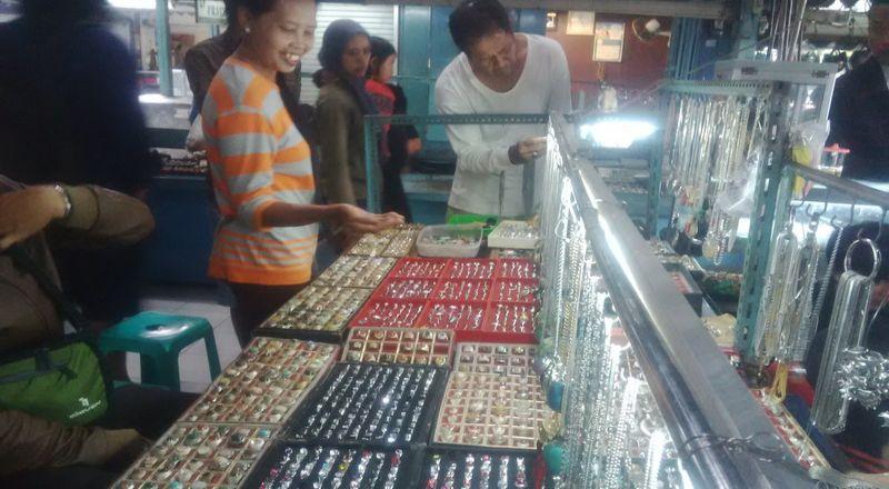 Peningkatan Penjualan Batu Akik Semakin Digemari Masyarakat Luas
