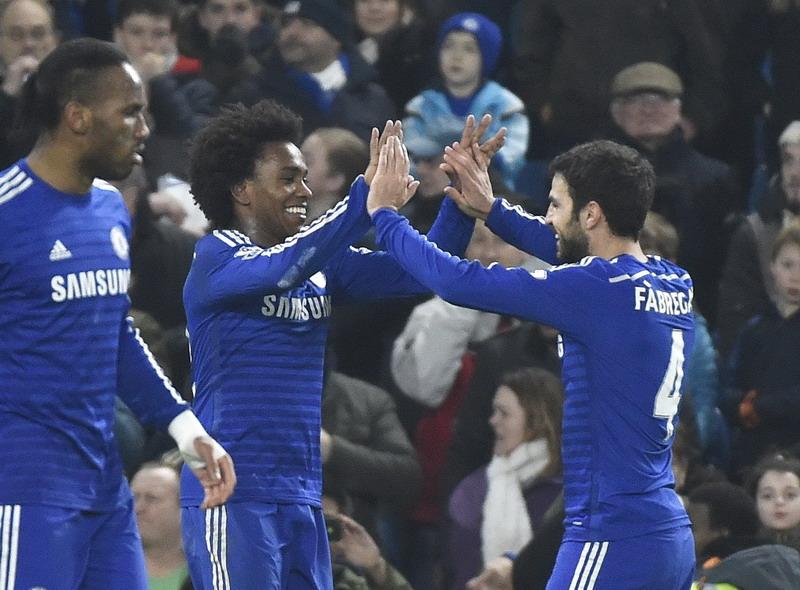 Willian selebrasi gol dengan Cesc Fabregas, Menit Detik Akhir