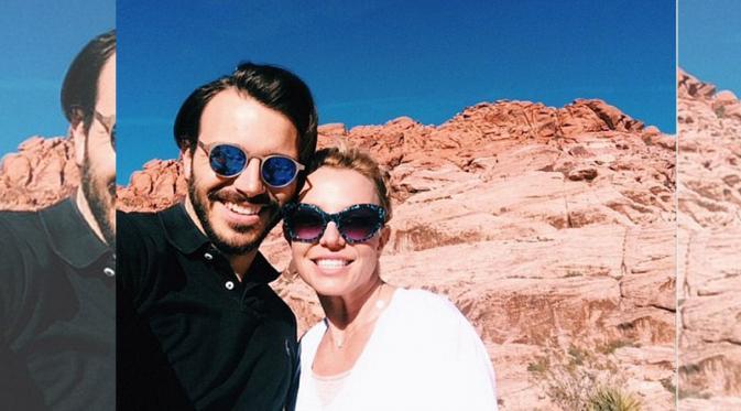 Foto Selfi Britney Separs Bersama Kekasih Barunya
