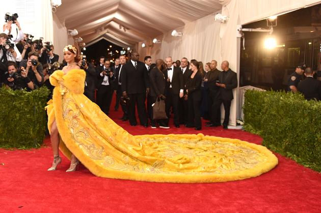 Rihanna Jadi Pusat Perhatian di Met Gala 2015