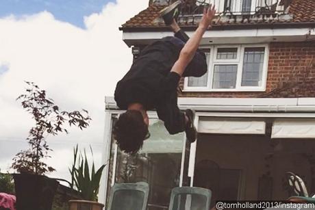 Tom Holland Lakukan Atraksi Ala Spider-Man